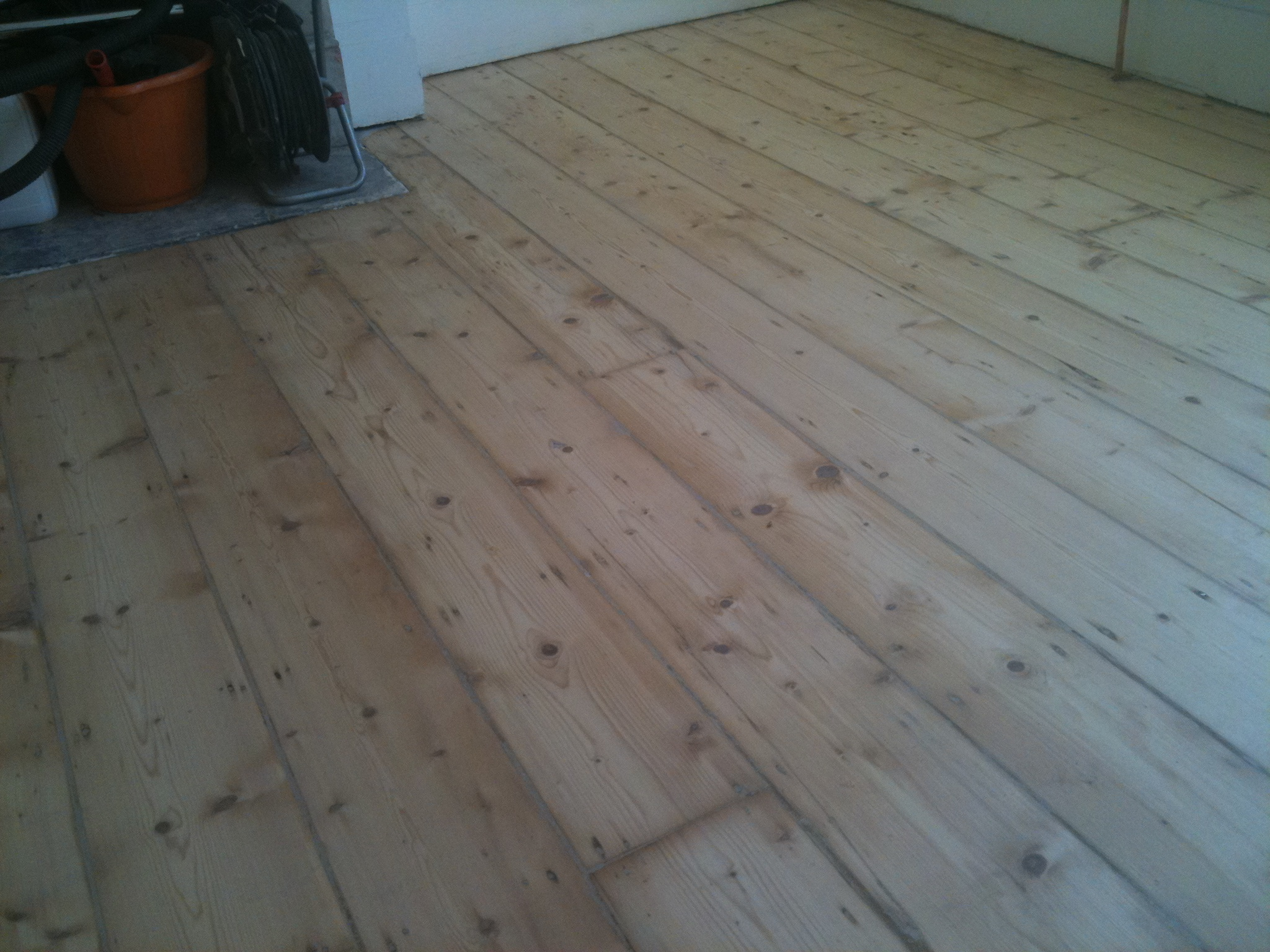 Floor staining and gap filling for Wood floor crack filler
